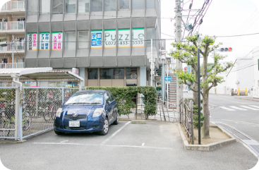 当院横の専用駐車場2台